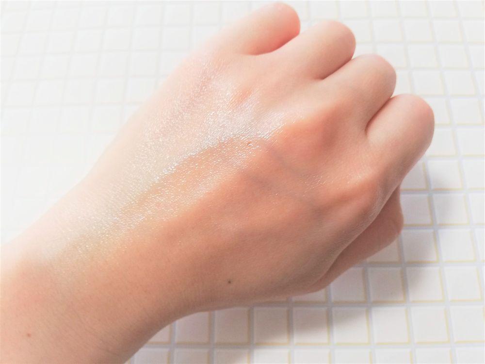 プルーストクリームのテクスチャーは塗る伸ばしやすい柔らかさ