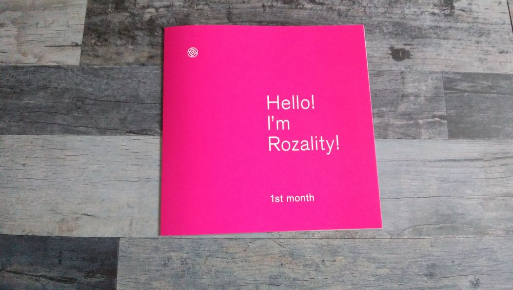 ロザリティウォータリーマスクの初めの1か月間の使用についての情報が網羅されている冊子